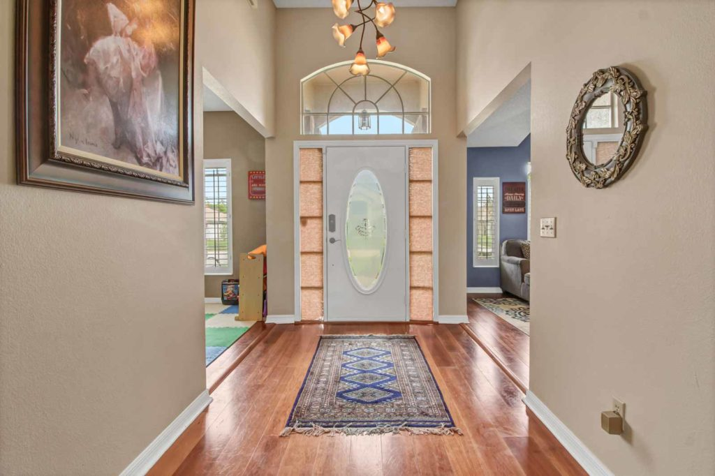 1620 Thornhill Circle Foyer