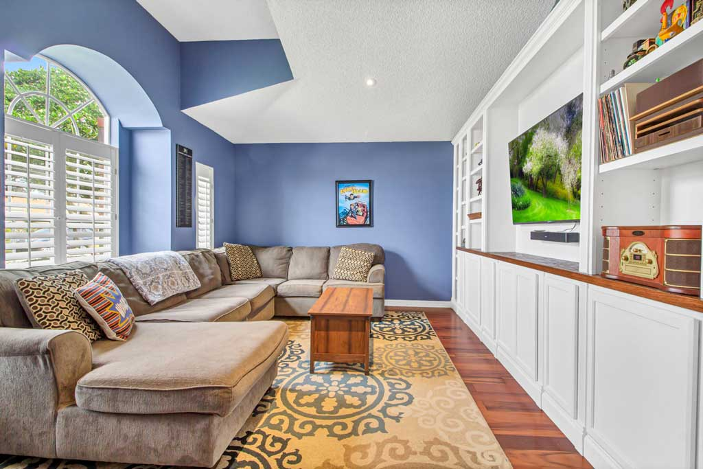 1620 Thornhill Circle Living Room with built in